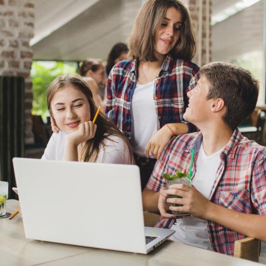 Neurodydaktyka dorastania albo po co nam nastolatki? – wykład dr M.Kaczmarzyka