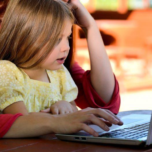 """""""Ratunku! Mam dzieciaki w onlajnie"""" – praktyczne rozwiązania na organizację pracy zdalnej w przedszkolu"""